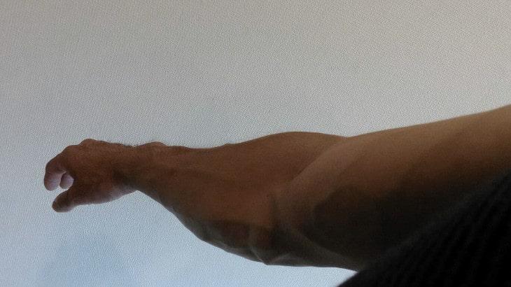 腕の筋肉が張っていつもより血管が浮き出たり、腕が重く感じる